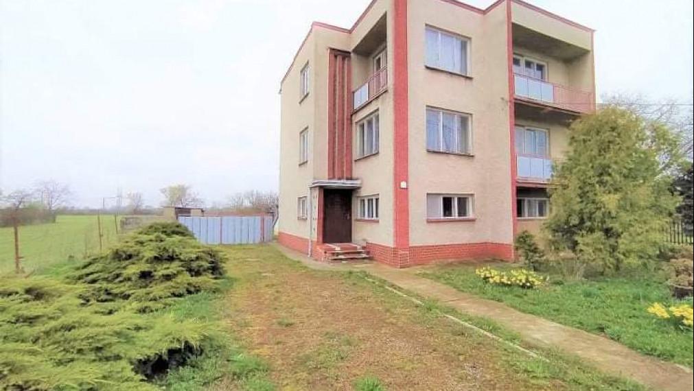 Veľký dom s pekným pozemkom 10 km od Michaloviec